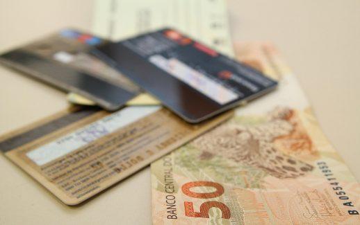 cartao-de-credito-dinheiro